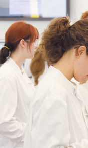 r12-hopkins-lab-students-at-work-3